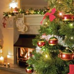 New_Year_wallpapers_Christmas_tree_in_a_cozy_house_047711_[1]